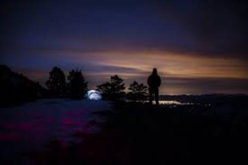 cervnova romantika v noci