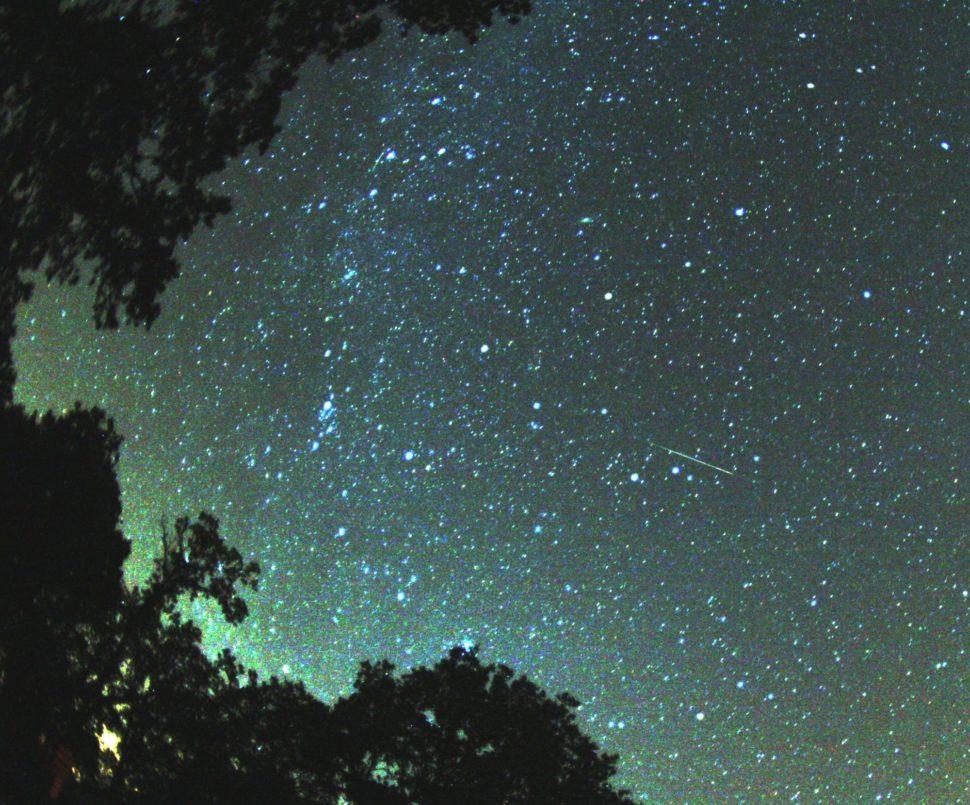 srpnova nocni obloha a hvezdy
